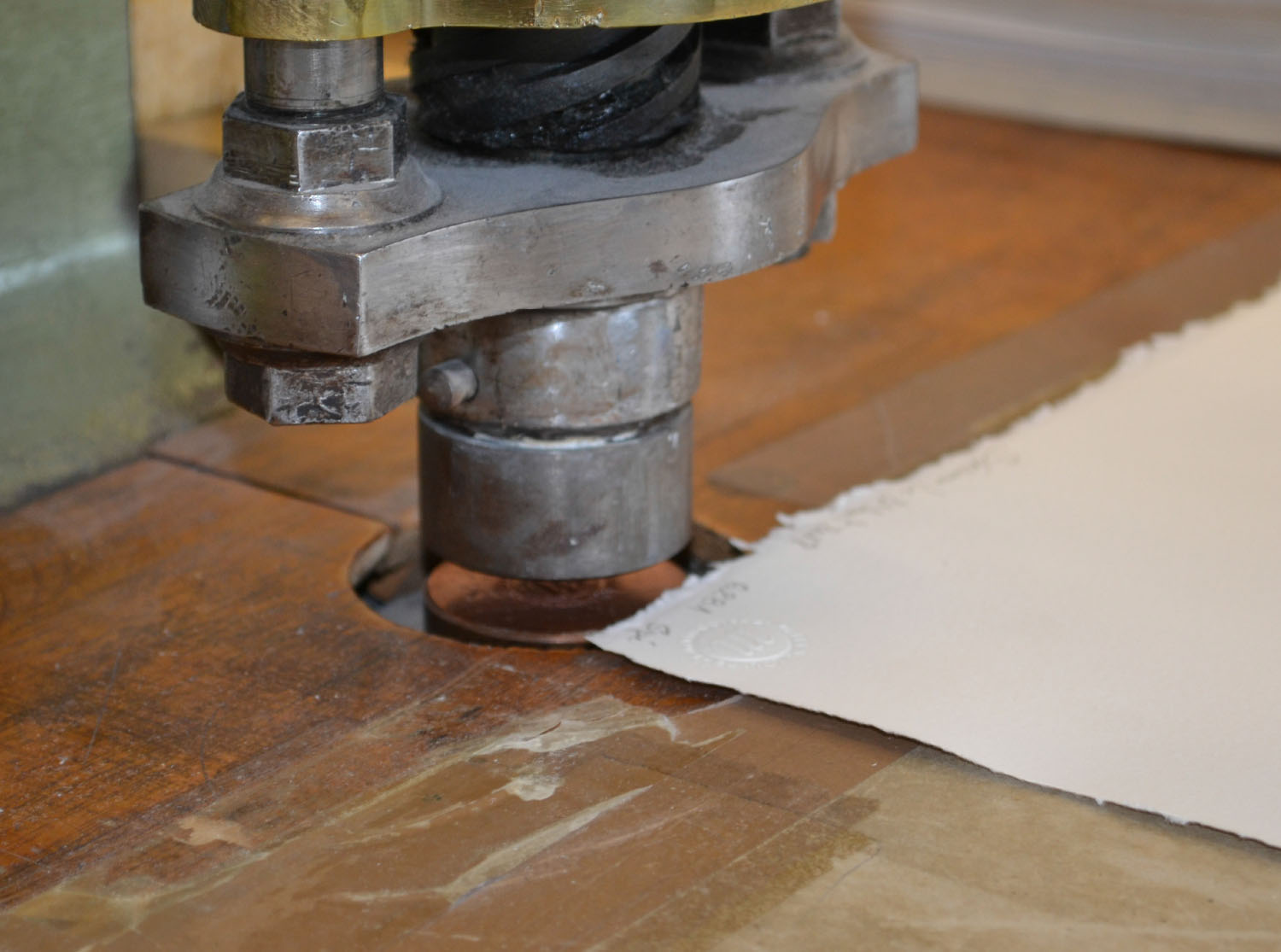 Chalcographie du Louvre | Applying the dry stamp of the Chalcographie du Louvre to a print