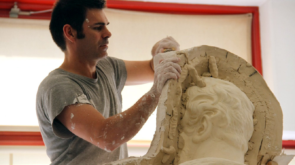Making a mold from a museum sculpture for reproduction and conservation - Creating the mold | rmn – grand palais casts