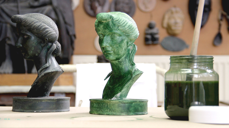 De la fabrication d'un moule en silicone au tirage d'un moulage en résine, plâtre ou bronze - La patine - Patine effet bronze